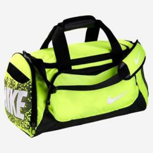 e5fc44df8d Nike Neon Green Duffle Bag. M 5ade25673800c5af7e8a9b67